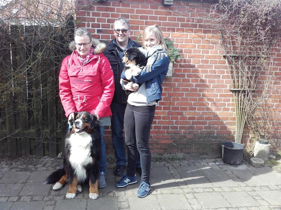 Sixten Sparre bor nu i Farsø sammen med Buster
